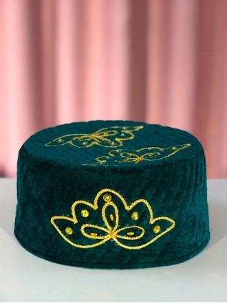 Мужская тюбетейка зеленая с маленьким узором под золото